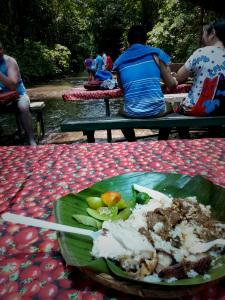 Villa Escudaro Lunch in the Creek